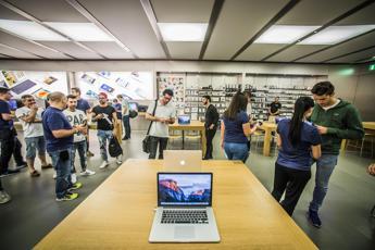 Arriva Apple Pay, shopping con un 'touch' e la carta è al sicuro