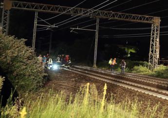 Soverato, treno investe persone sui binari: un morto