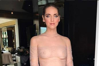 Parigi Fashion Week, Chiara Ferragni sceglie il nude look