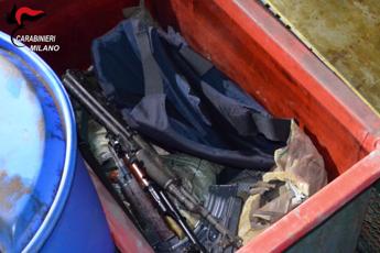 Milano, scoperta base rapinatori di portavalori: sequestrato arsenale armi