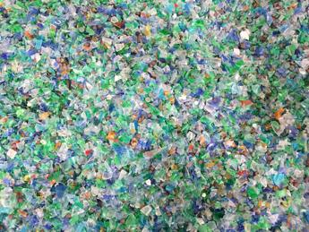 Da collante a etichetta, 4 buone idee su riciclo plastica