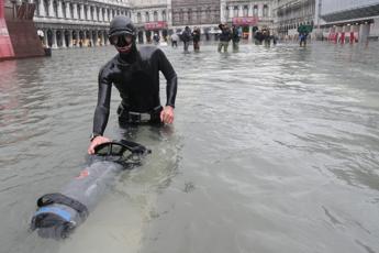 Acqua alta a Venezia: sopra il metro