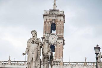 Renzi: Raggi faccia sindaco, se riesce