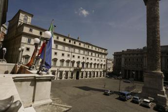 Palazzo Chigi, spuntano fioriere 'barriera'