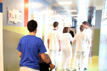 Meningite, liceale in terapia intensiva a Milano
