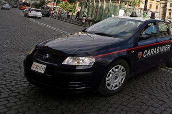 Napoli, maxi sequestro di armi: kalashnikov e pistole in un garage