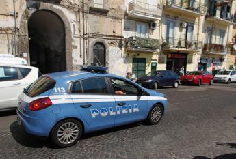 Napoli, ferisce passanti con bottiglia rotta