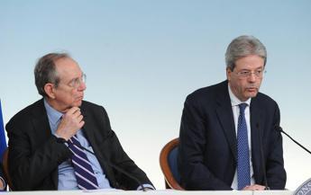 Povertà, firmata intesa: reddito inclusione per 2 milioni di italiani