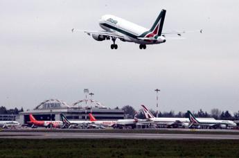 Alitalia, ecco i soldi e i commissari