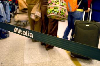 Alitalia, Calenda: Immorale punire lavoratori ma anche i contribuenti