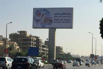 Papa atteso in Egitto, al Cairo manifesti ovunque danno il benvenuto a Francesco