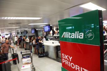 Alitalia, cosa succede a compagnia e viaggiatori