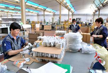 I lavoratori in attesa di contratto sono 5,8 mln, anche 62 mesi per rinnovo