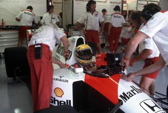 Sequestrati oltre 300 cimeli di Senna, erano stati rubati