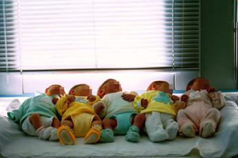 Istat: nascite al minimo storico