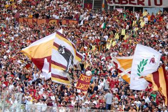 Gli 'auguri' della Roma per la nascita del Cucs nel giorno della Lazio