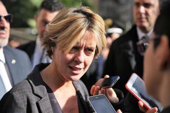 Vaccini obbligatori, resti bombe carta e manifesti contro Lorenzin a Bergamo