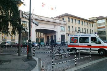 Choc a Torino, pulisce la balestra e si trafigge il collo con un dardo