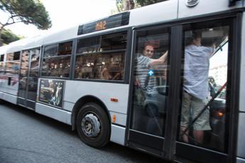 Tutto fermo per sciopero, metro chiuse a Roma