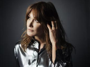 Carla Bruni torna a cantare, ecco 'Enjoy the silence' riletta col 'french touch'