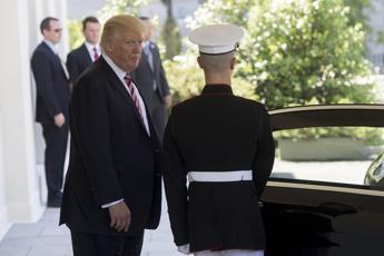 Trump al Quirinale, la stretta di mano con Mattarella