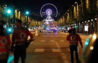 Francia, fermato presunto complice attentatore Champs-Elysées