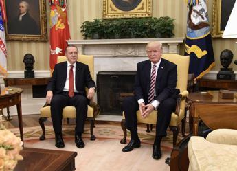 Non fare il duro, lettera di Trump a Erdogan. E lui si infuria