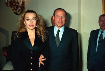 Cassazione respinge ricorso Berlusconi: Versi 2 milioni al mese all'ex moglie