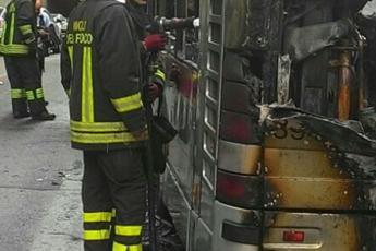 Incendio di un bus Atac in via di Grotta Rossa