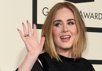 Guadagni record per Adele, 40 milioni di sterline nel 2016