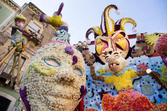 Sicilia: in 40mila ad Acireale per la Festa dei fiori 2017