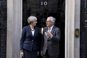 Brexit, cena disastrosa tra May e Juncker