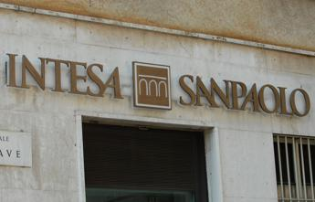 Intesa Sanpaolo offers to buy 'good' assets of two failing Veneto banks