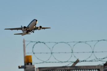 Alitalia, corsa a quattro