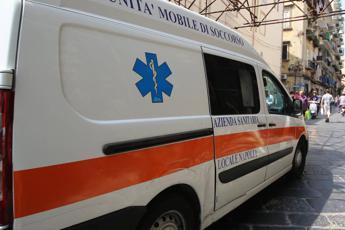 Bimbo di 17 mesi muore soffocato dietro poltrona