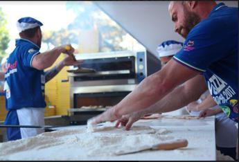 La community mondiale di #pizzaUnesco festeggia 'Arte del pizzaiolo'