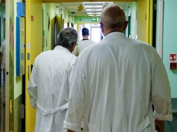Fegato ammalato 'avvelena' cervello di 8-10 mila italiani l'anno /Video