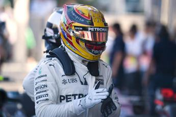 F1, Hamilton in pole e seconda fila Ferrari