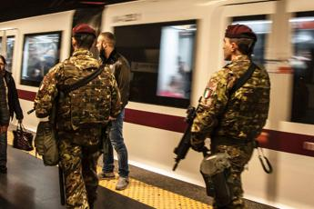 Con il coltello in metro Scene di panico a Napoli