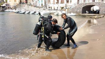 Via gli pneumatici usati dalle coste italiane, parte 'Pfu Zero'
