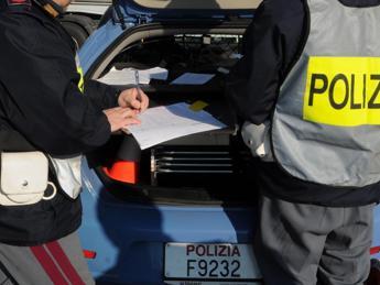 Scappa nei campi con la droga, bloccato da poliziotto maratoneta