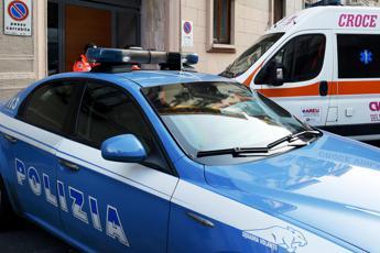 Milano, giovane accoltellato in strada: è grave