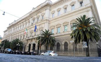 Italy's public debt reaches record €2.3 trillion