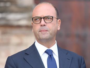 Alfano aids Italy's push to build Australian navy frigates