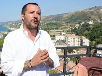 Salvini: Se Papa vuole ius soli lo applichi in Vaticano