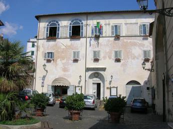 Roma: crolla villetta ad Anguillara per una fuga di gas, 4 feriti