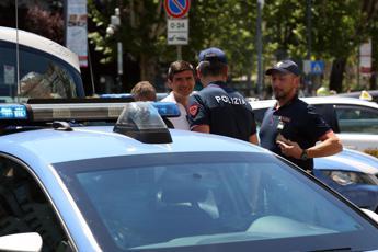 Milano, immigrato accoltella agente: Volevo morire per Allah