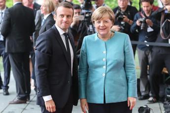 Migranti, Merkel-Macron: Solidali con l'Italia