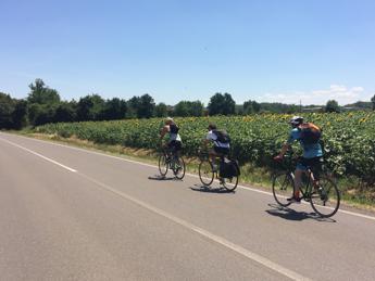 Da Bergamo ad Alberobello, 1000 km in bici per un documentario sul 'bio'