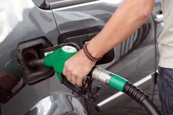 Benzina e diesel, ritocchi al rialzo
